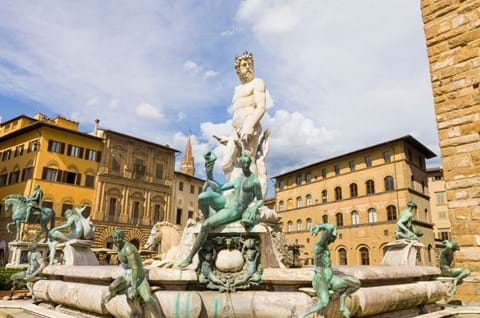 Enjoy Free Time At Leisure In Piazza Della Signoria