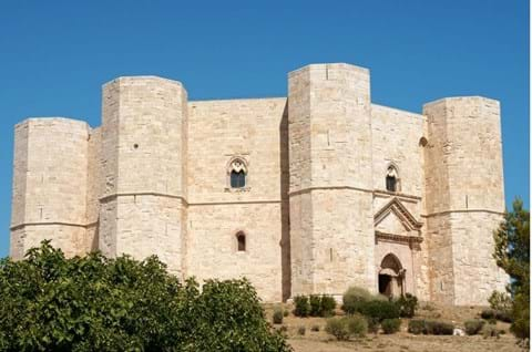 Visit Caste Del Monte on Puglia holiday