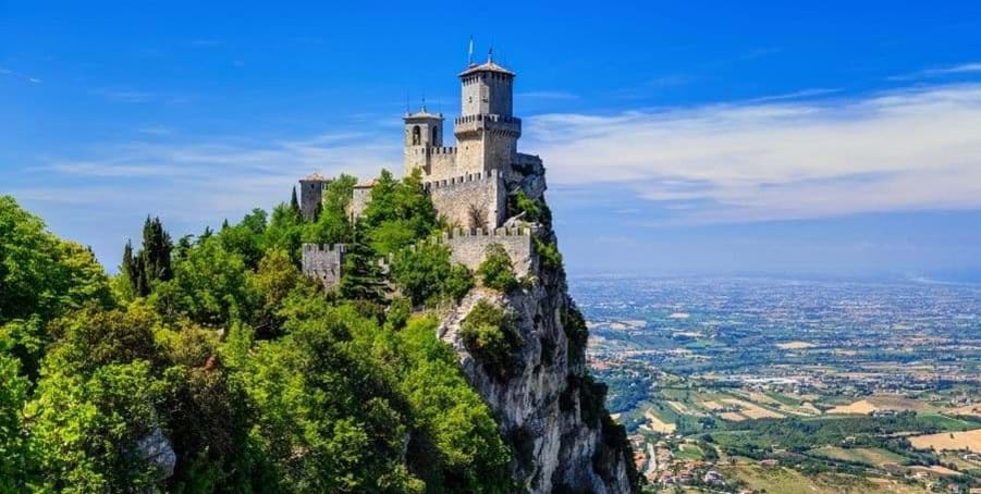 Visit-San-Marino-guided-Italy-excursions