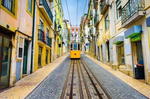 Guided-tours-to-Lisbon